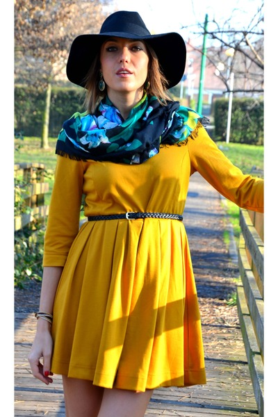 H&M dress - H&M hat