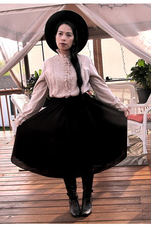 black hat - brown boots - dark brown vintage grannys dress