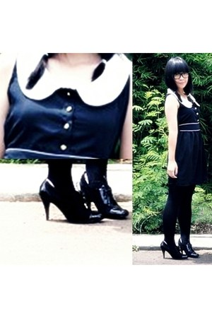 black Rosebud dress - black flea market boots - black Gaudi stockings - black fl
