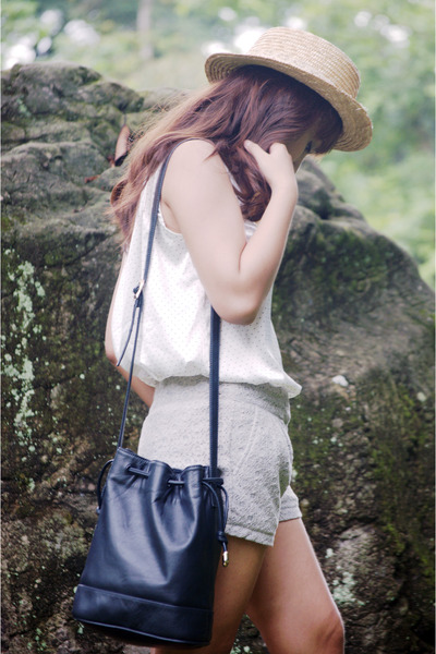 heather gray lace Forme shorts - light yellow boater cocco hat