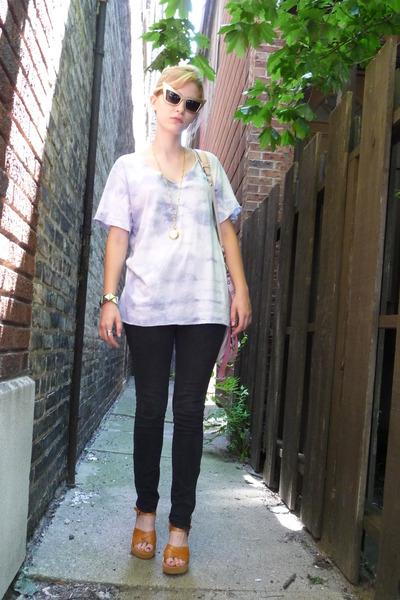 gold vintage necklace - beige Kork ease shoes - black skinny Target jeans