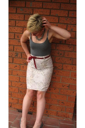 beige vintage thrifted skirt - gray cotton on top - diva accessories