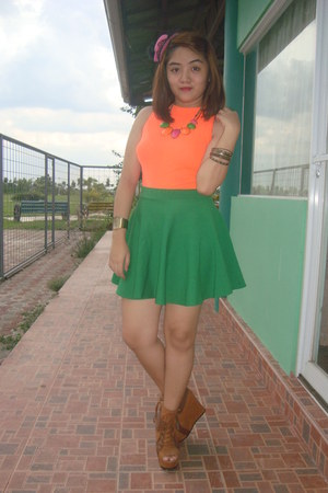 green skater skirt skirt - brown primadonna wedges - orange tomato top