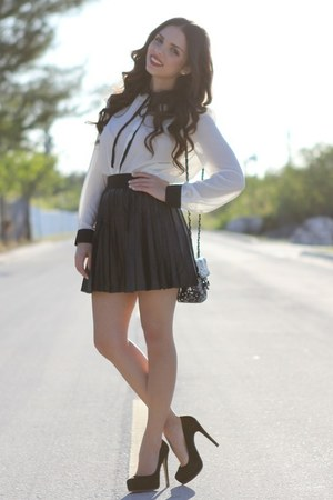 black sequi Mimi Boutique bag - white Forever 21 shirt
