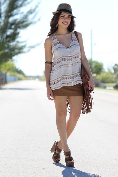 brown mia shoes heels - tan Agaci hat - eggshell PacSun shirt