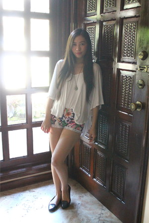 Wet Seal shirt - DNA Clothing shorts - Bazaar necklace - Zara flats