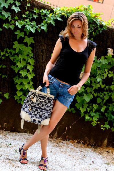 Sfera t-shirt - Salvador Bachiller bag - Diesel shorts - hakei sandals
