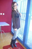 Owl ring - black boots - Blue jeans - Owl necklace - black vest - brown blouse