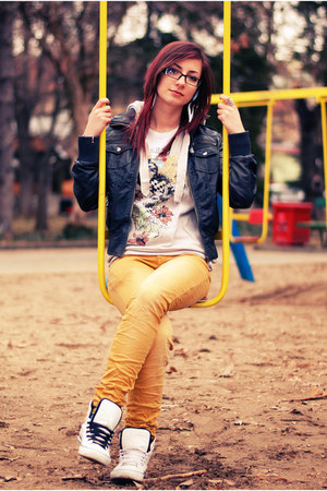 black jacket - yellow jeans - sweatshirt - white sneakers