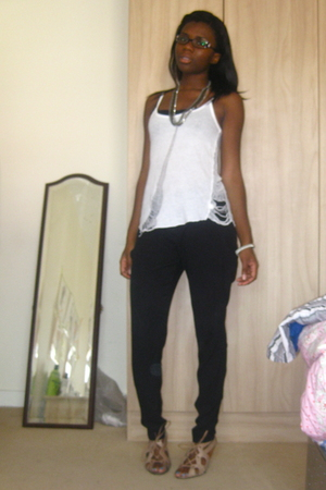 Gap top - Zara pants - Urban Outfitters shoes - Urban Outfitters accessories