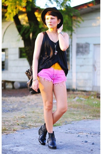 black wilix Dolce Vita boots - black bag - bubble gum ombre Bim Bim Haus shorts