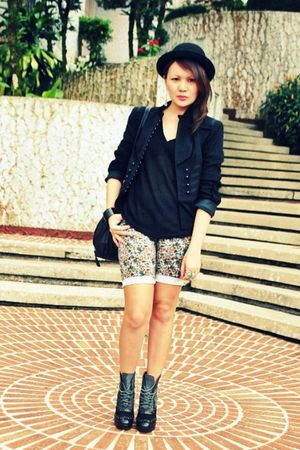 Gold Dot boots - Mango - black Hoola top - black Zara jacket