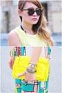 Gold-choker-necklace-yellow-purse-brown-turquoise-karen-walker-sunglasses