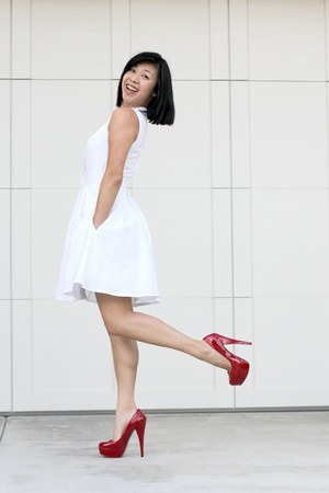 white dress Club Monaco dress - red Steve Madden heels