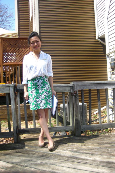 green pencil Forever 21 skirt - ivory gold chain Forever 21 blouse