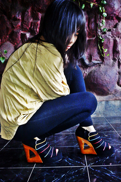 tights - blouse - Decimal wedges
