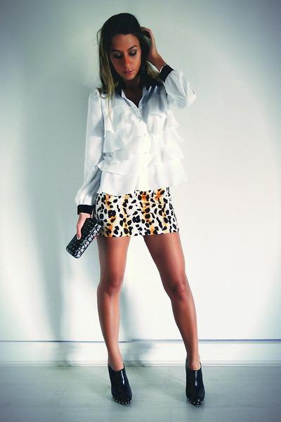 Black-spike-doll-house-boots-mustard-animal-print-agaci-store-skirt_400