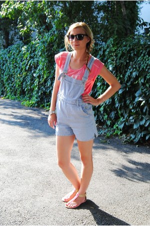 dunnes stores t-shirt - New Yorker glasses - Mis ChelSee sandals