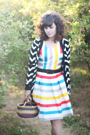 red striped modcloth dress - black zig zag modcloth cardigan