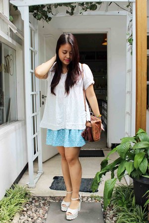 aquamarine flower printed skirt - tawny Guess bag - white blouse