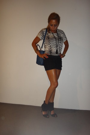 cotton on t-shirt - Celine bag - black Papper Scizzors shorts
