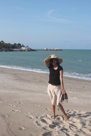 eggshell hat - black unbranded shirt - eggshell Ifa skirt