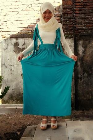 turquoise blue Nuhijab skirt - cream Nuhijab shirt - cream unbranded scarf