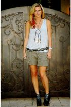 gray Forever 21 t-shirt - green abercrombie and fitch shorts - black Jeffrey Cam
