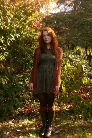 burnt orange vintage cardigan - dark brown modcloth boots