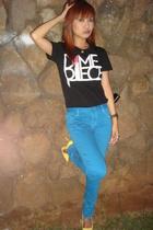 black DMPC t-shirt - blue Levis jeans - yellow Aldo shoes