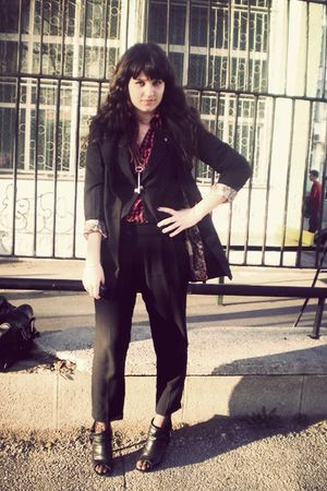 black blazer - black pants - red shirt - black shoes