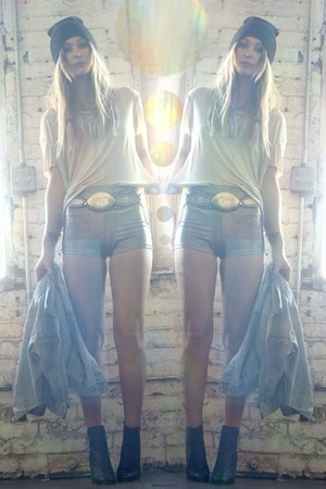 holographic American Apparel shorts - black Wasteland boots - white Zara t-shirt