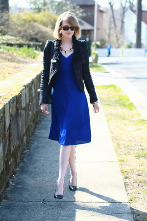blue wrap karen zambos dress - black romwe jacket - black mini Sophie Hulme bag