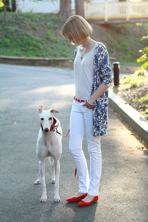 white skinny Mango jeans - blue print Anthropologie cardigan