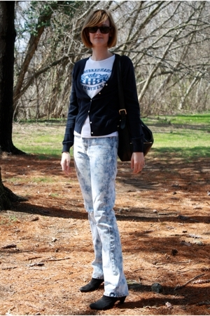 Ray Ban sunglasses - vintage t-shirt - Brooks Brothers sweater - vintage jeans -