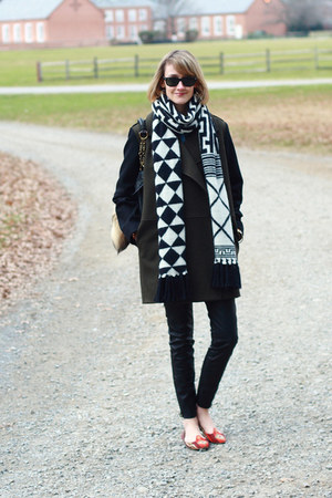 white graphic print echo scarf - forest green menswear Mango coat