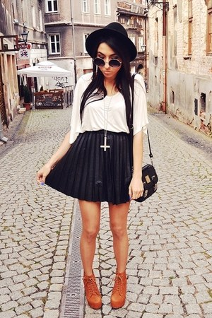 black Stradivarius skirt
