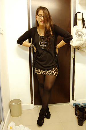 H&M skirt - giordano top - PedderRed shoes - necklace