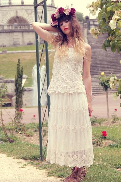 ivory Lily J london dress - crimson Doll Poupée hair accessory