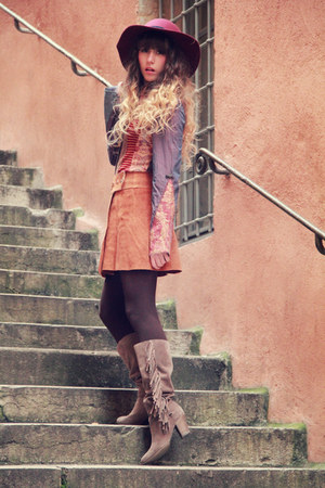 tawny save the queen shirt - tan méliné boots - maroon Zara hat
