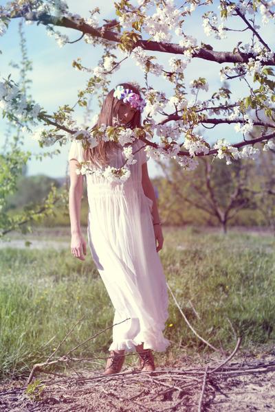 white vintage dress - bubble gum Doll Poupée hair accessory