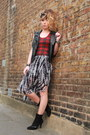 Black-rokit-scarf-heather-gray-h-m-skirt-brick-red-biscote-top