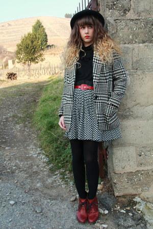 black vintage hat - white vintage Rokit jacket - black Molly Bracken top