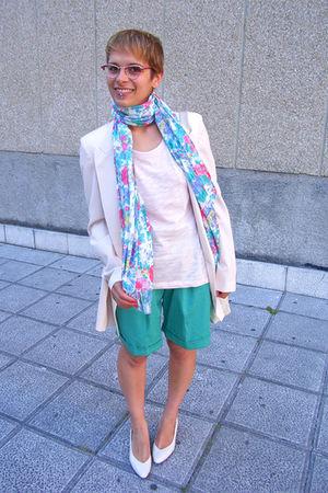green vintage shorts - beige Zara Woman Studio blazer - pink Zara t-shirt - beig