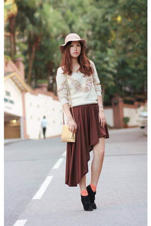 dark brown asymmetrical skirt - neutral hat - cream sequined sweater