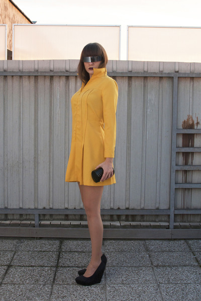 black no name bag - mustard vintage dress - silver OASAP sunglasses