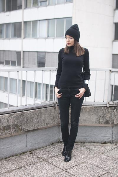 black no name hat - black no name bag - black no name sweatshirt