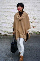 camel knitted H&M cape - white united colors of benetton pants