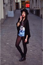 black acid washed H&M boots - black H&M hat - eggshell mötley crue H&M shirt