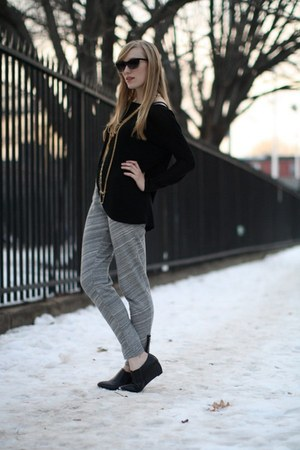 black Forever21 shirt - black oaknyc wedges - heather gray madewell pants - gold